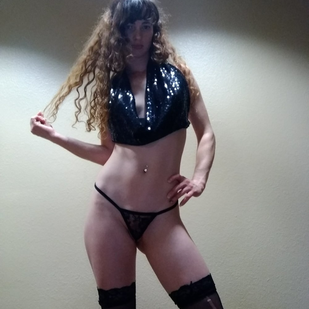 Watch LadyAllieGreen live on cam at StripChat