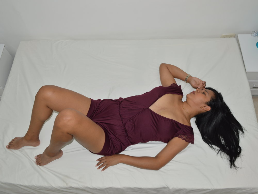 Watch emily_hot4 live on cam at StripChat