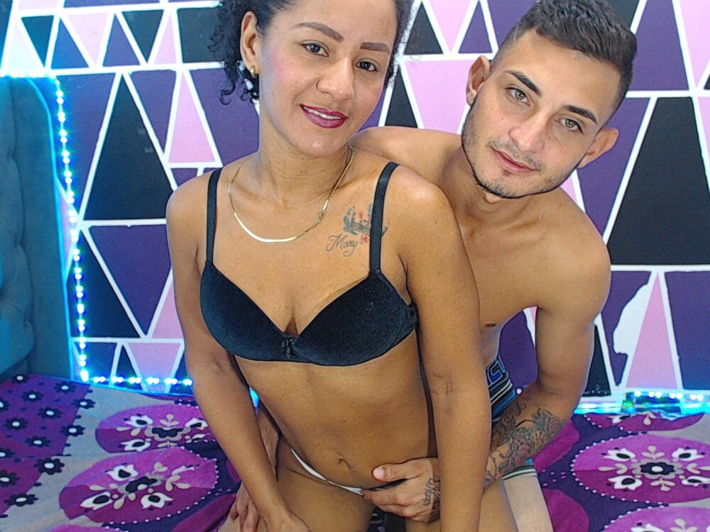 sexcouplehotx at StripChat