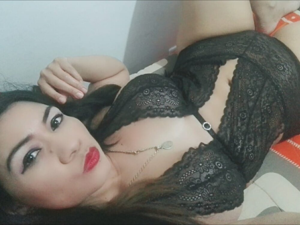 Watch luzcastillo live on cam at StripChat