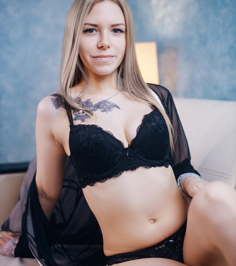 Emma_Bryan at StripChat
