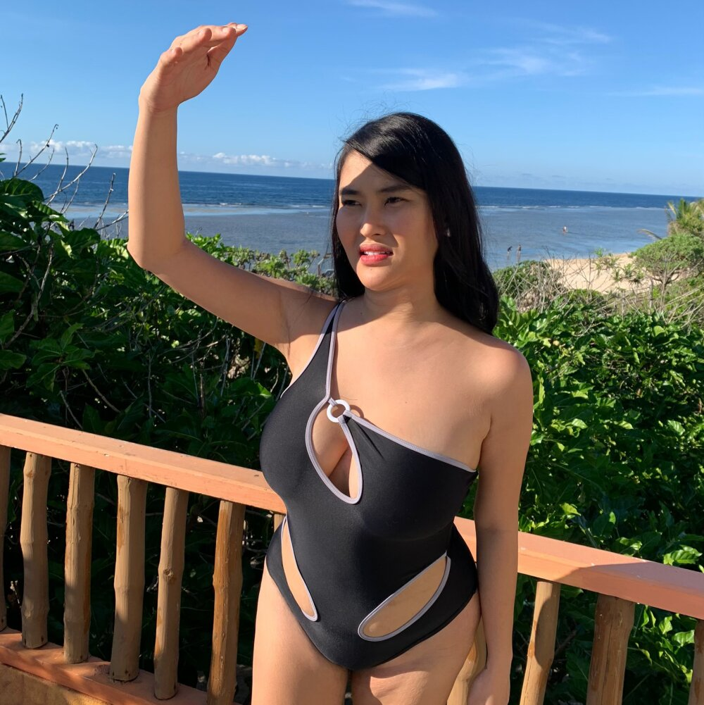 Watch YourGirlFriendYang live on cam at StripChat