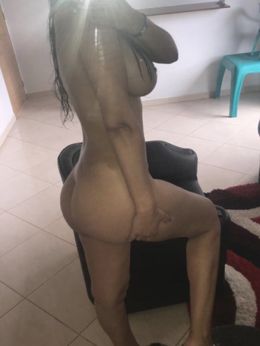 Watch ClimaxHot live on cam at StripChat