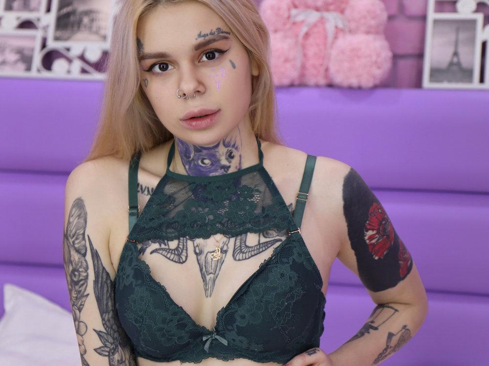 SadieAngel at StripChat