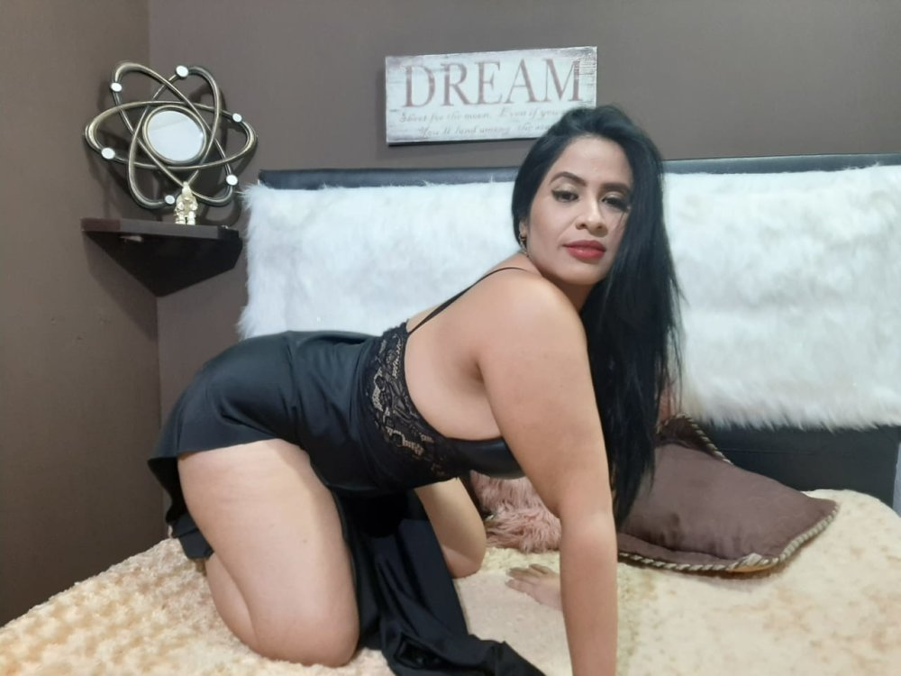 Watch Sara69_ live on cam at StripChat