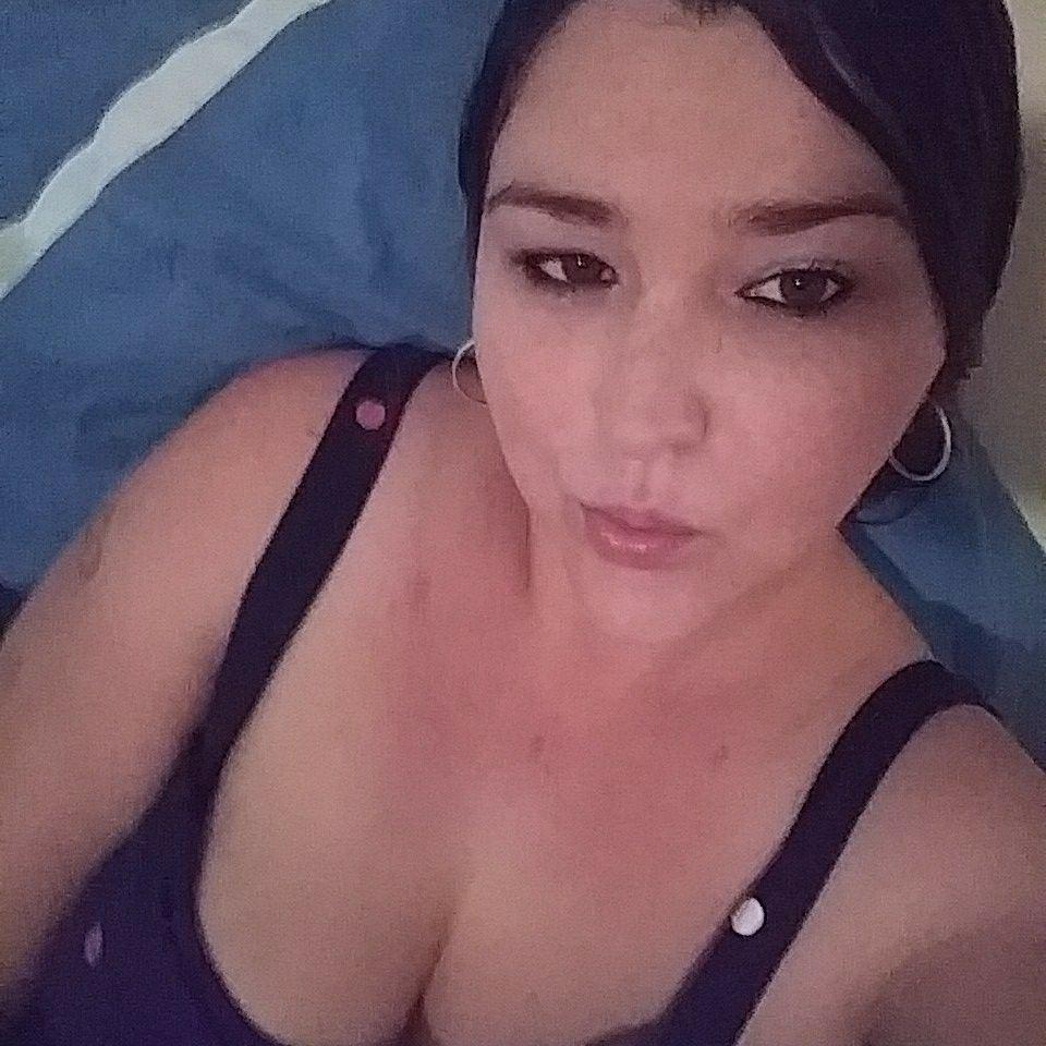 Watch sexymilf757 live on cam at StripChat