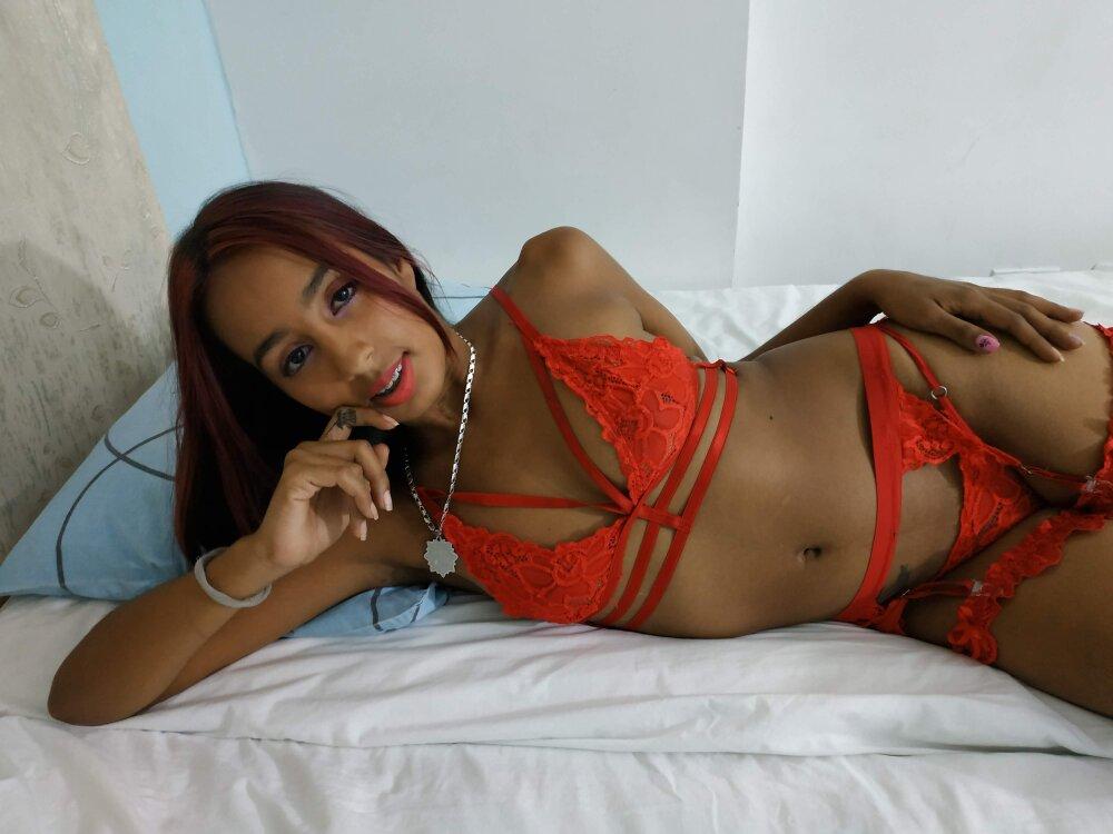 indira_gomez at StripChat