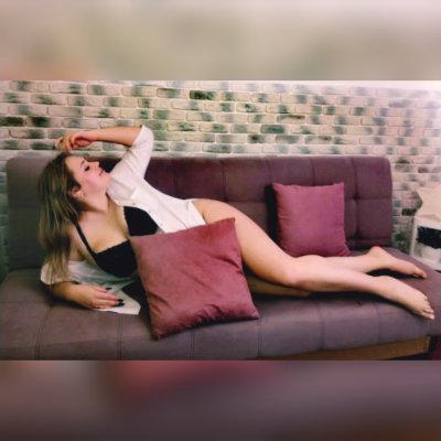 -Hot-Lina-