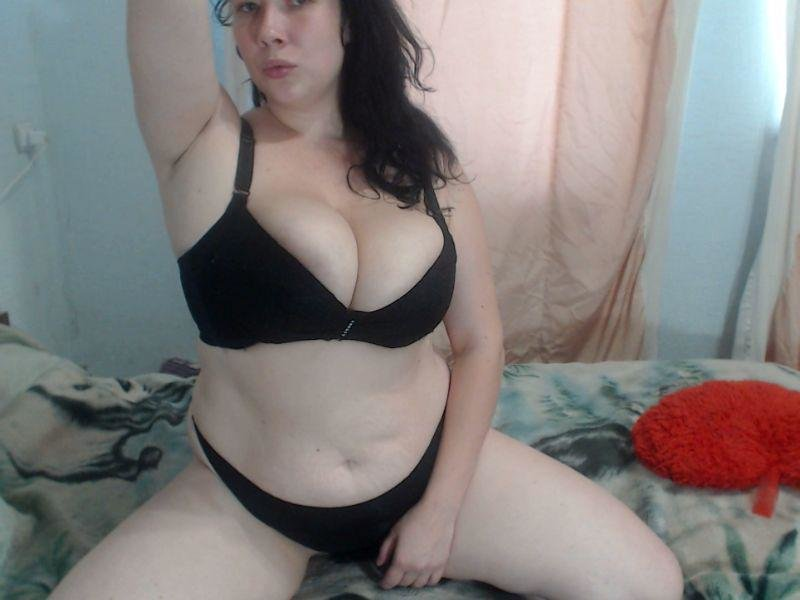 Hugge_tits27 at StripChat