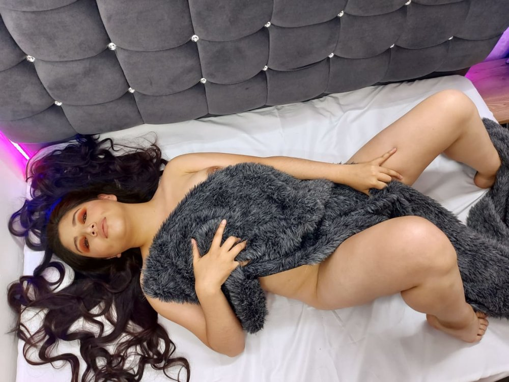 Watch Mady_Peish live on cam at StripChat