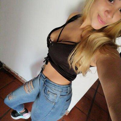 angeliquee23