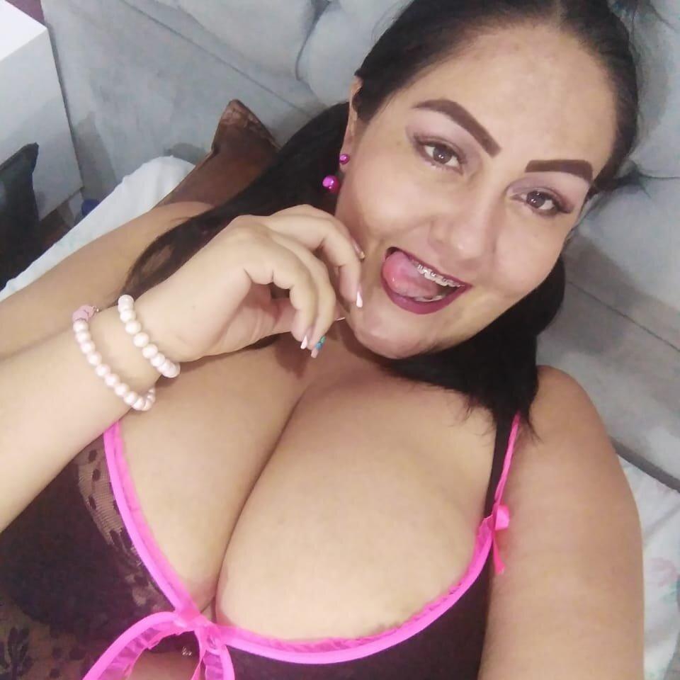 Watch alejilla_pilla_boobs live on cam at StripChat