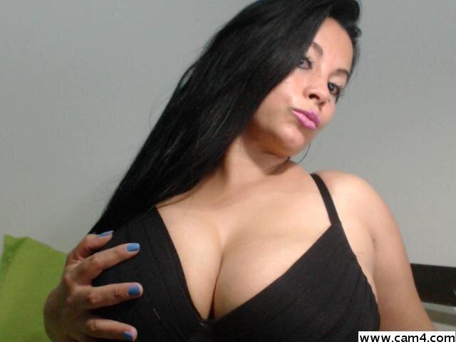 camilahot23 at StripChat