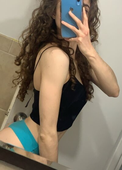BadLilJewishGirl sex chat