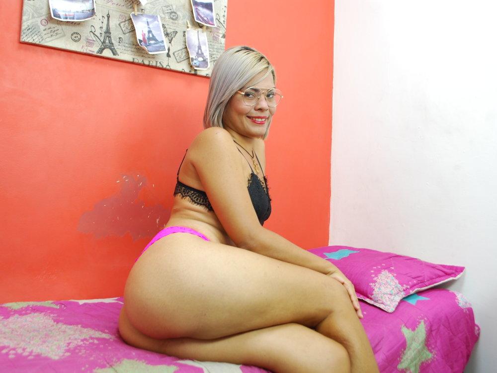 hotgirl_cute at StripChat