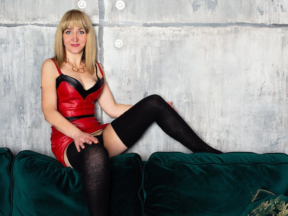 Watch mmmilena live on cam at StripChat