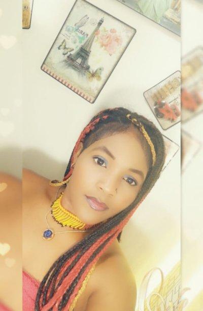 Stefani_ebony