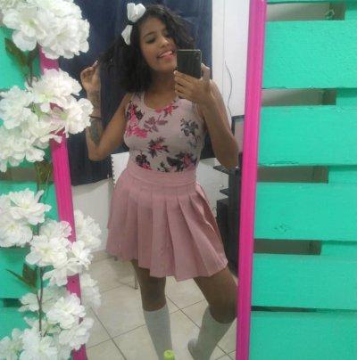 Lorena_Holmes