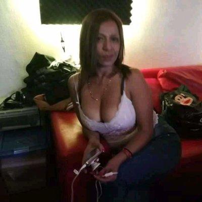 Karla_hot40