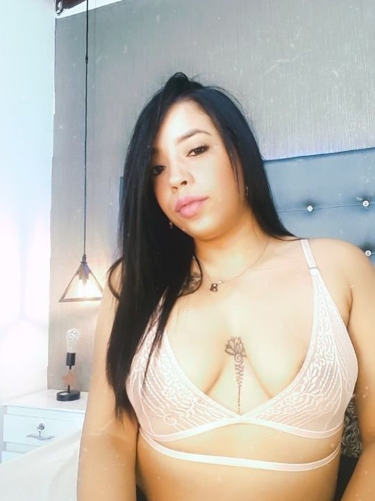 Watch LauraLatin live on cam at StripChat