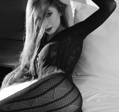 Sara__Blanco Room