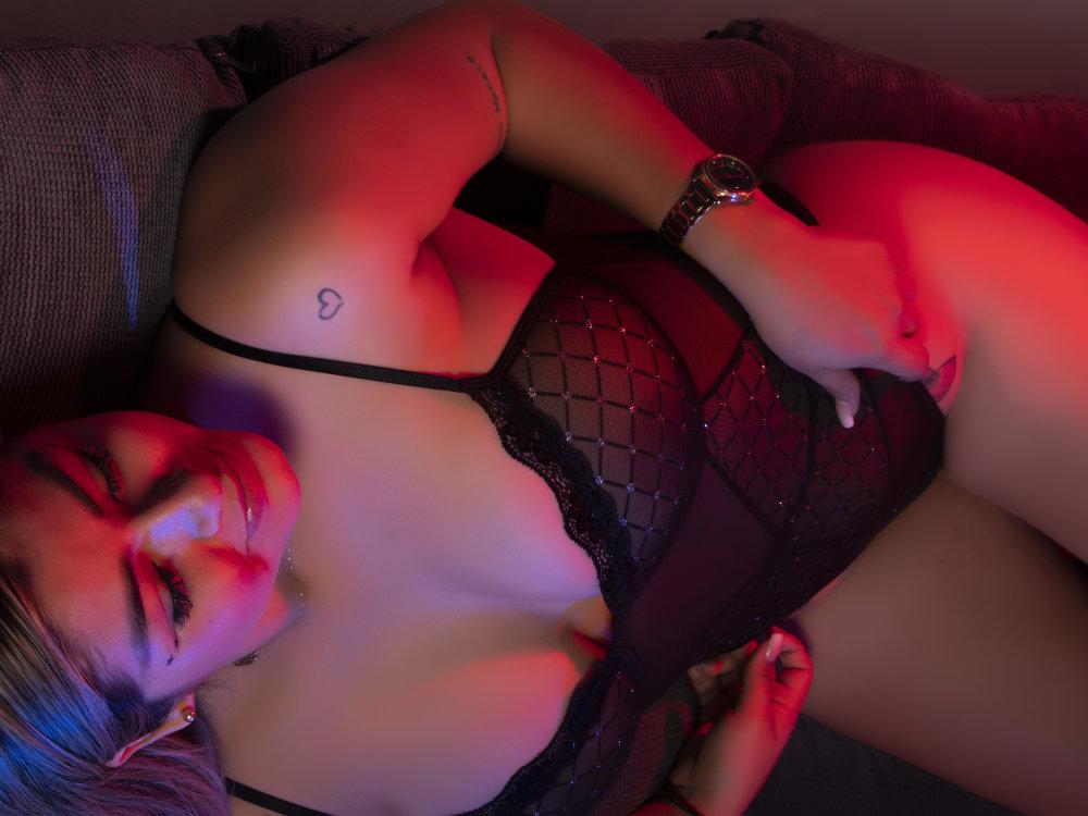 Bella_Briston at StripChat
