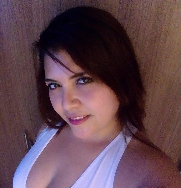 Watch Bella_Saenz_1 live on cam at StripChat