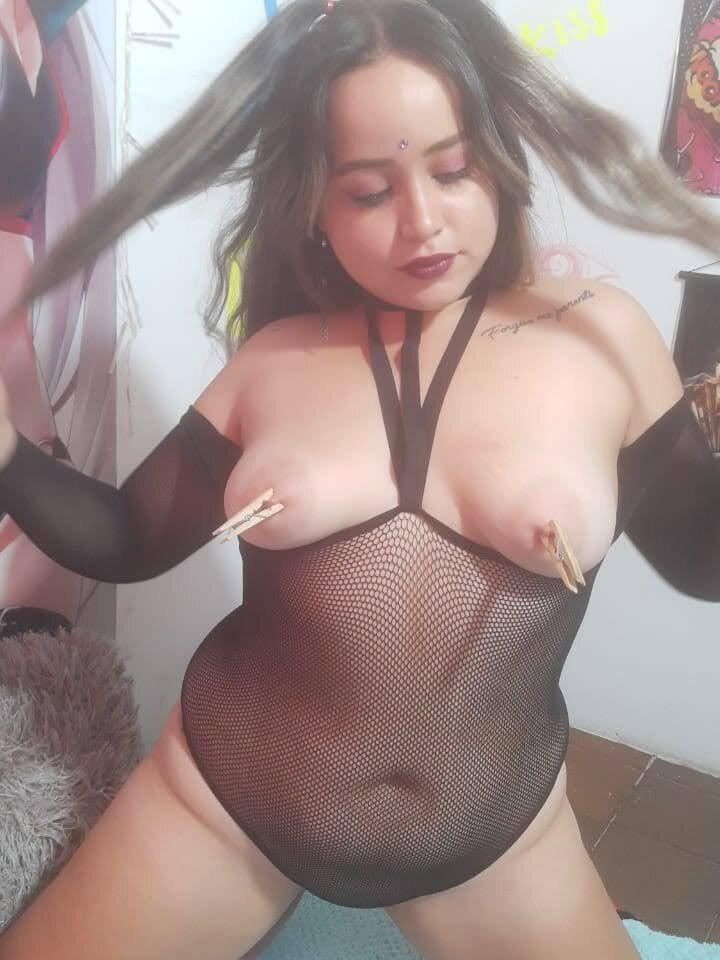 Watch sexylips66 live on cam at StripChat