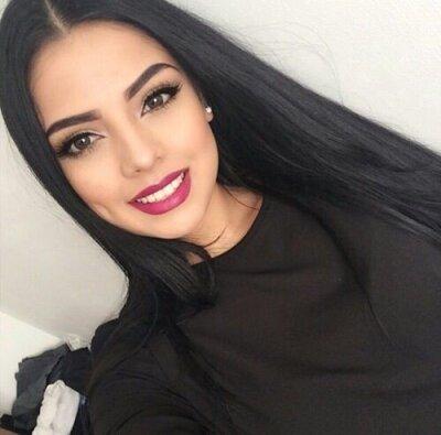 Daniela_veryhot