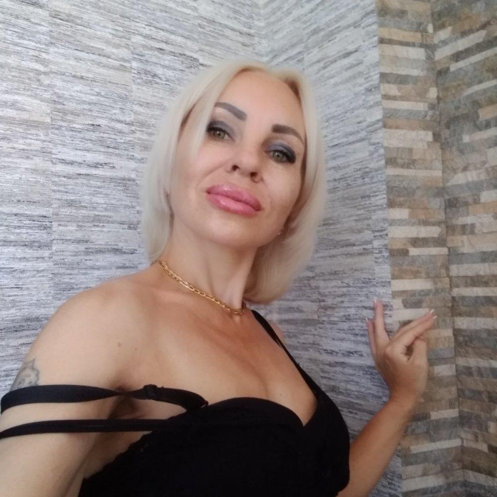 Hotnessi at StripChat