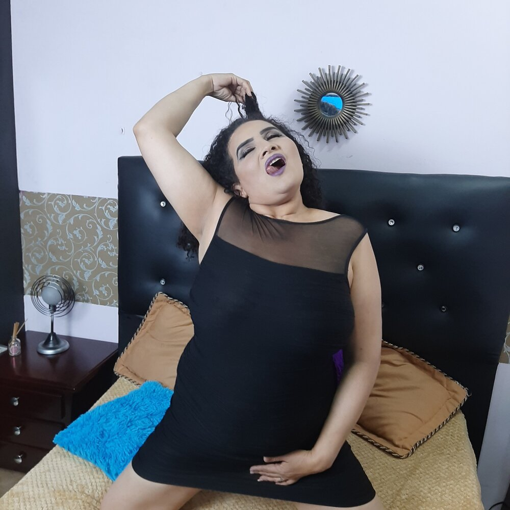 Watch theinsatiable_ live on cam at StripChat