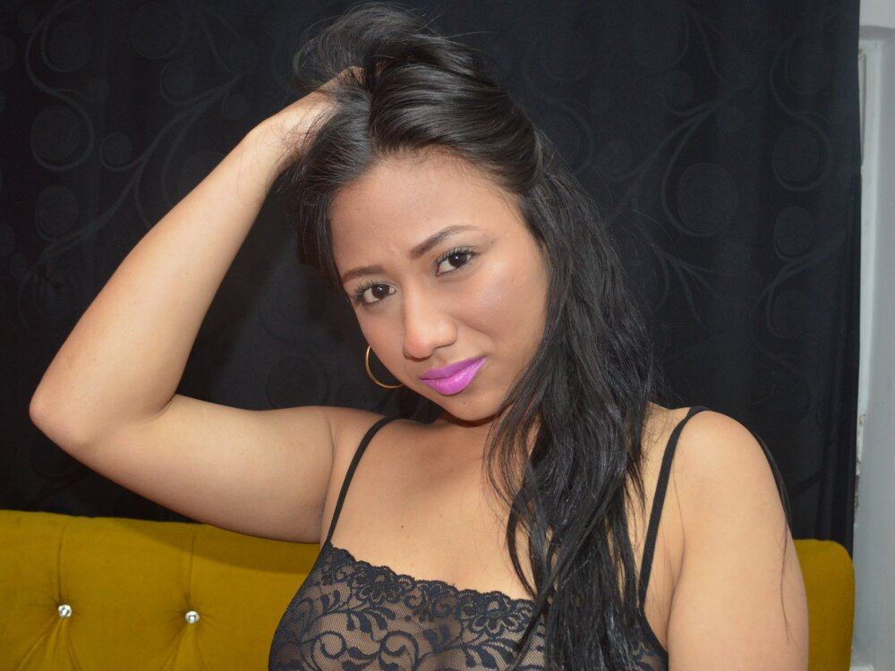 Watch Biancavaldiri live on cam at StripChat