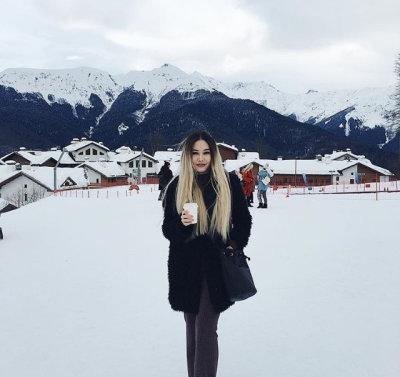 Carmella_green