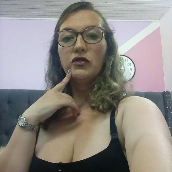 saraqueen_1 at StripChat