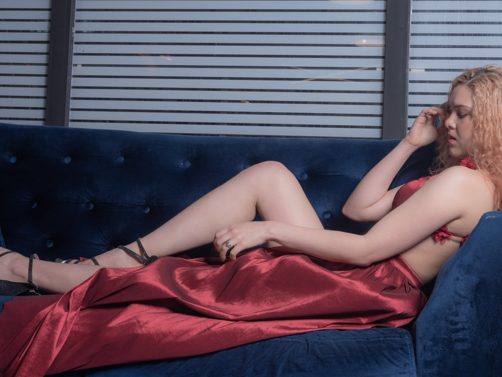 Watch valeriamoonl live on cam at StripChat