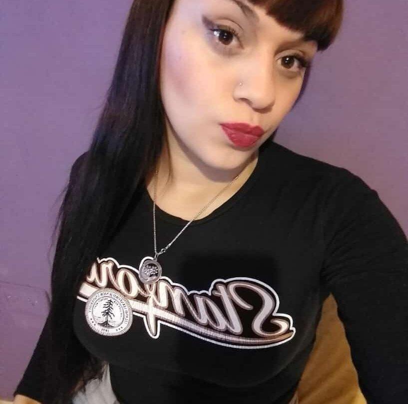 schoolXgirl at StripChat