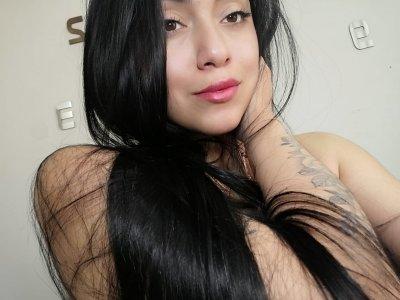 Stephanietoro Live
