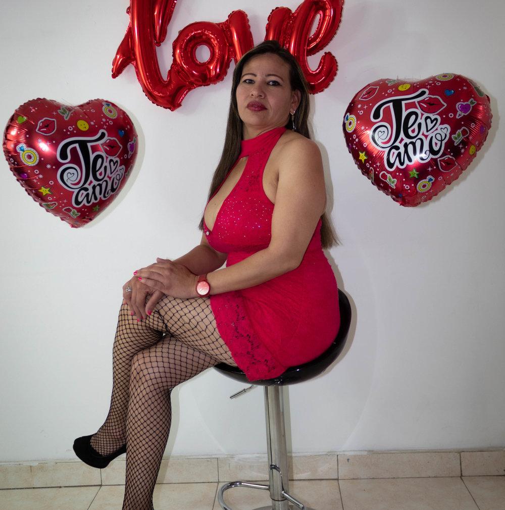 esmeralda_milf at StripChat