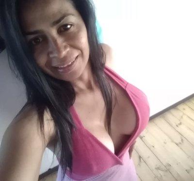 Tity_brunette