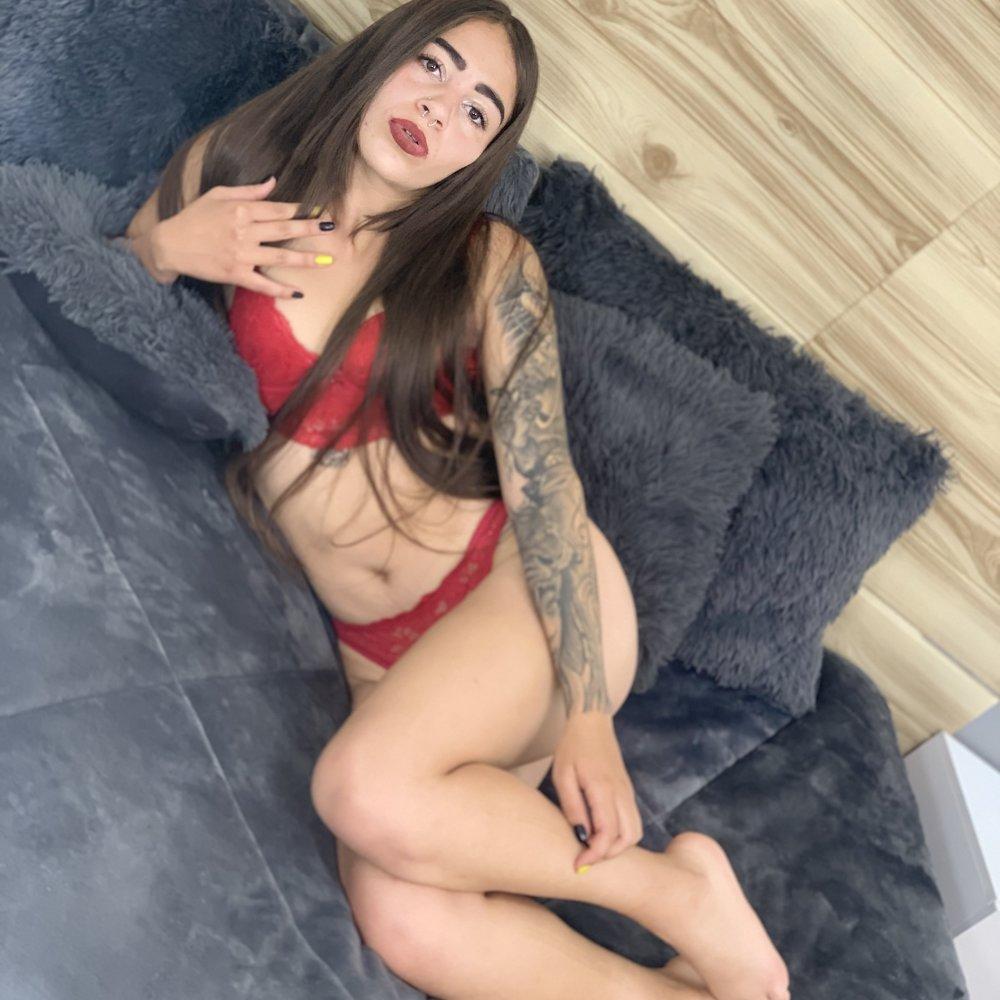 alli_bella at StripChat