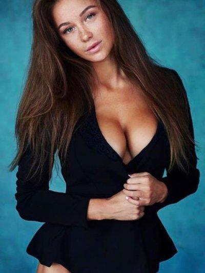 Amelia_hot